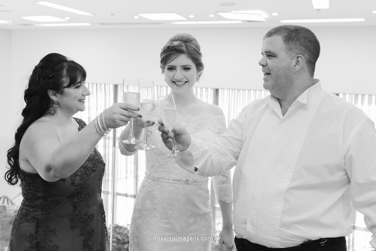 foto e video de casamento, brinde dos pais da noiva no making of