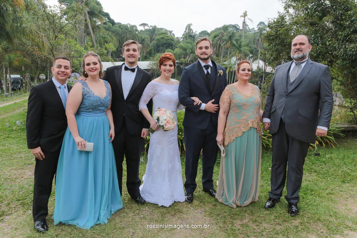 família do noivo irmã e cunhado, pai e mãe e irmão