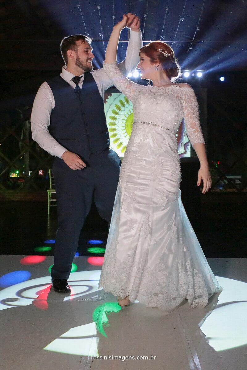 dança dos noivos na balada, pista de dança, pista com projeção, rafa red e rossinis imagens
