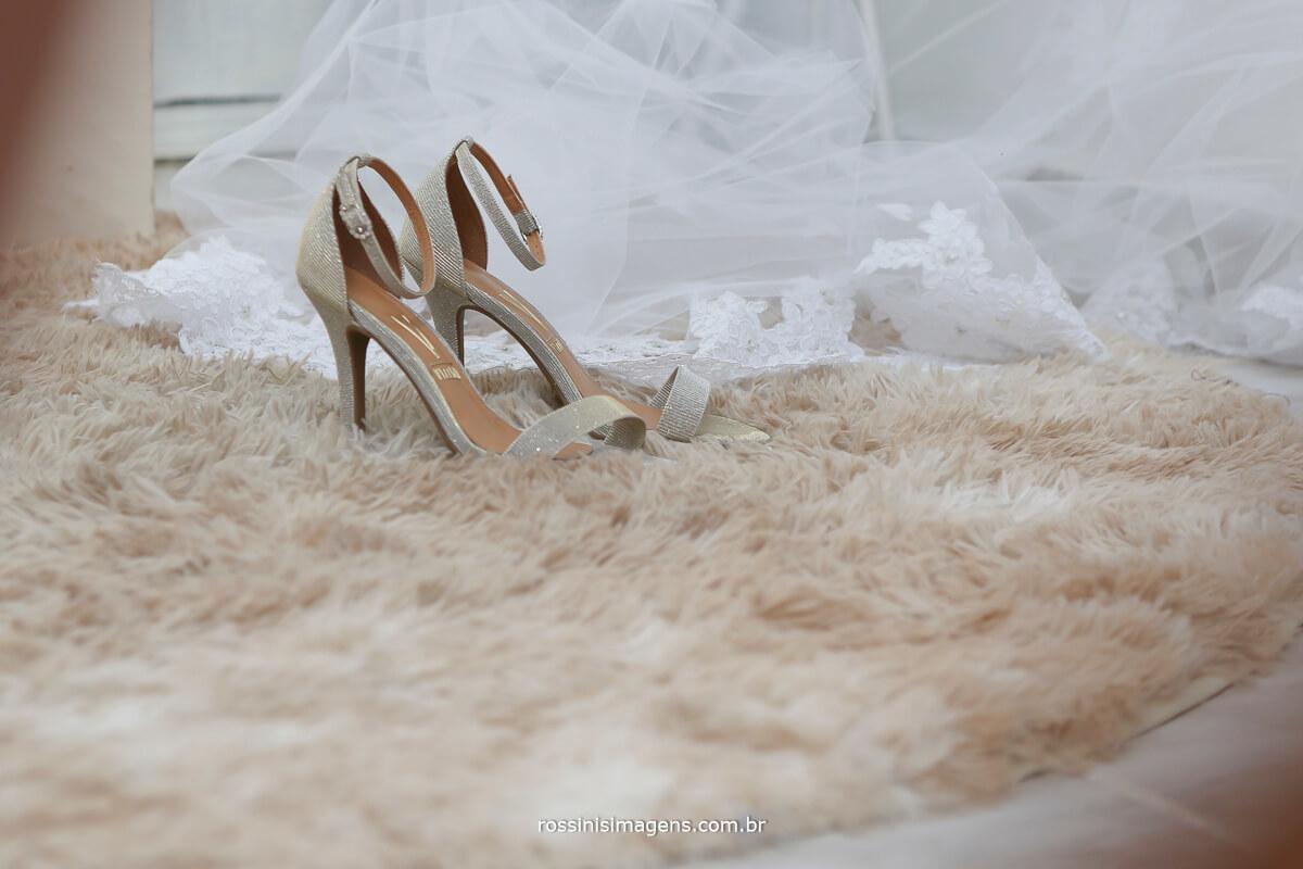 foto do sapato e veu da noiva no making of, dia da noiva em mogi das cruzes sp por rossinis imagens fotografia e video
