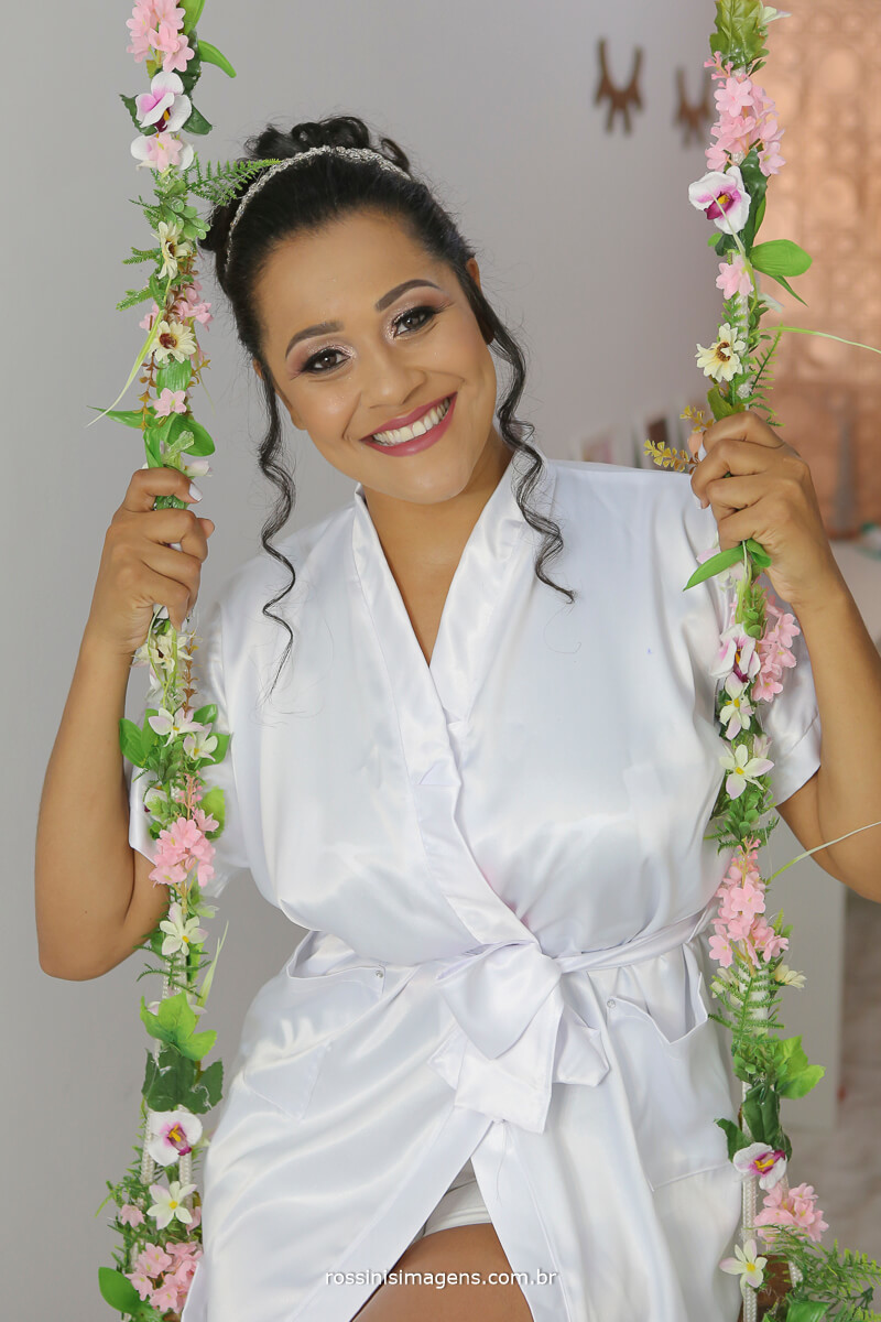noiva de robe na balança com flores dia da noiva em mogi, rossinis imagens