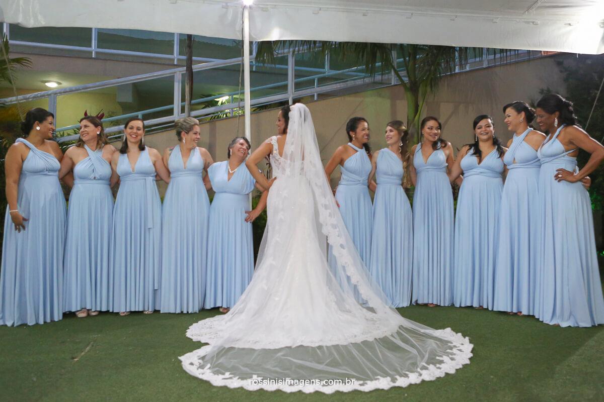 madrinhas de azul serenity e noiva de branco top tendencia de 2019 casamento, noivas, dicas e inspirações