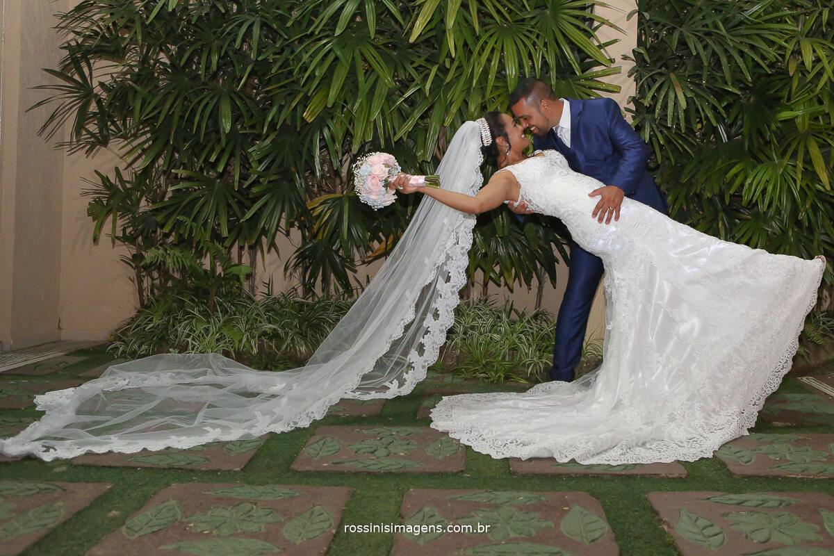 pode beijar a noiva, beijo de cinema, beijo no altar, wedding kisses