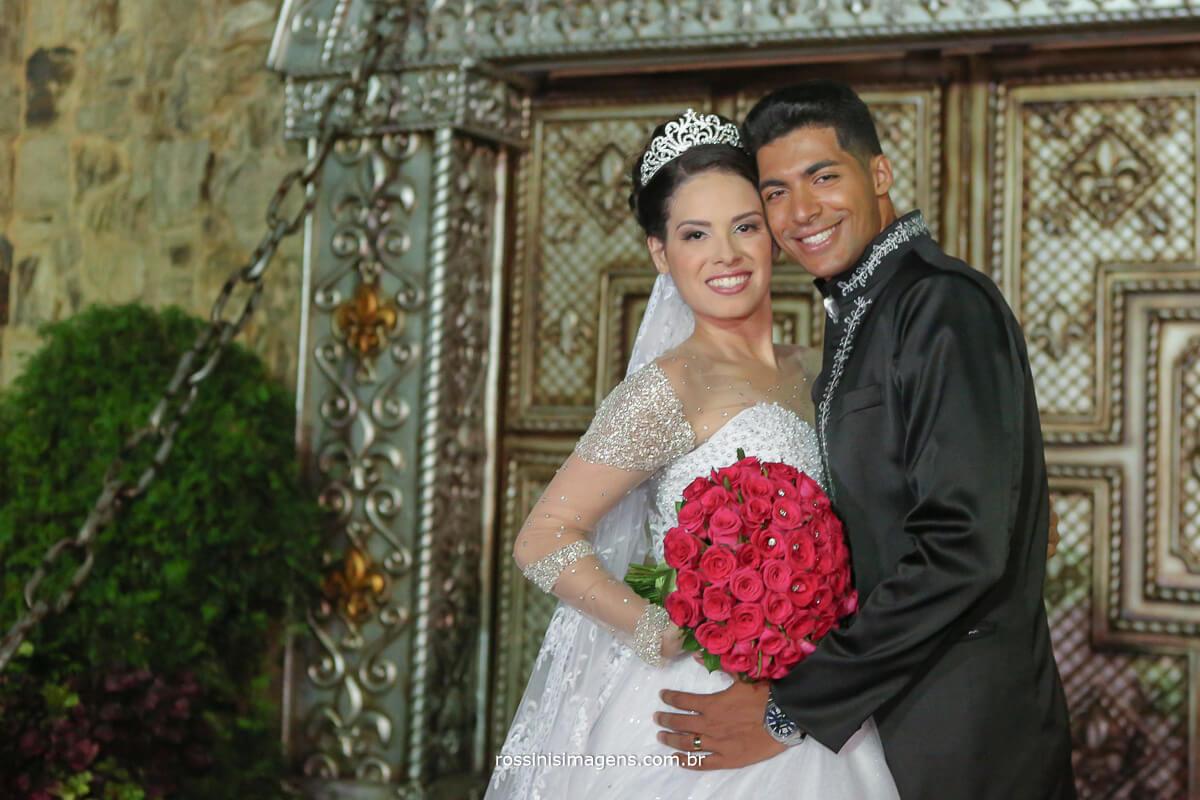 fotografia de casamento em monte castelo eventos casal junto a frente do castelo