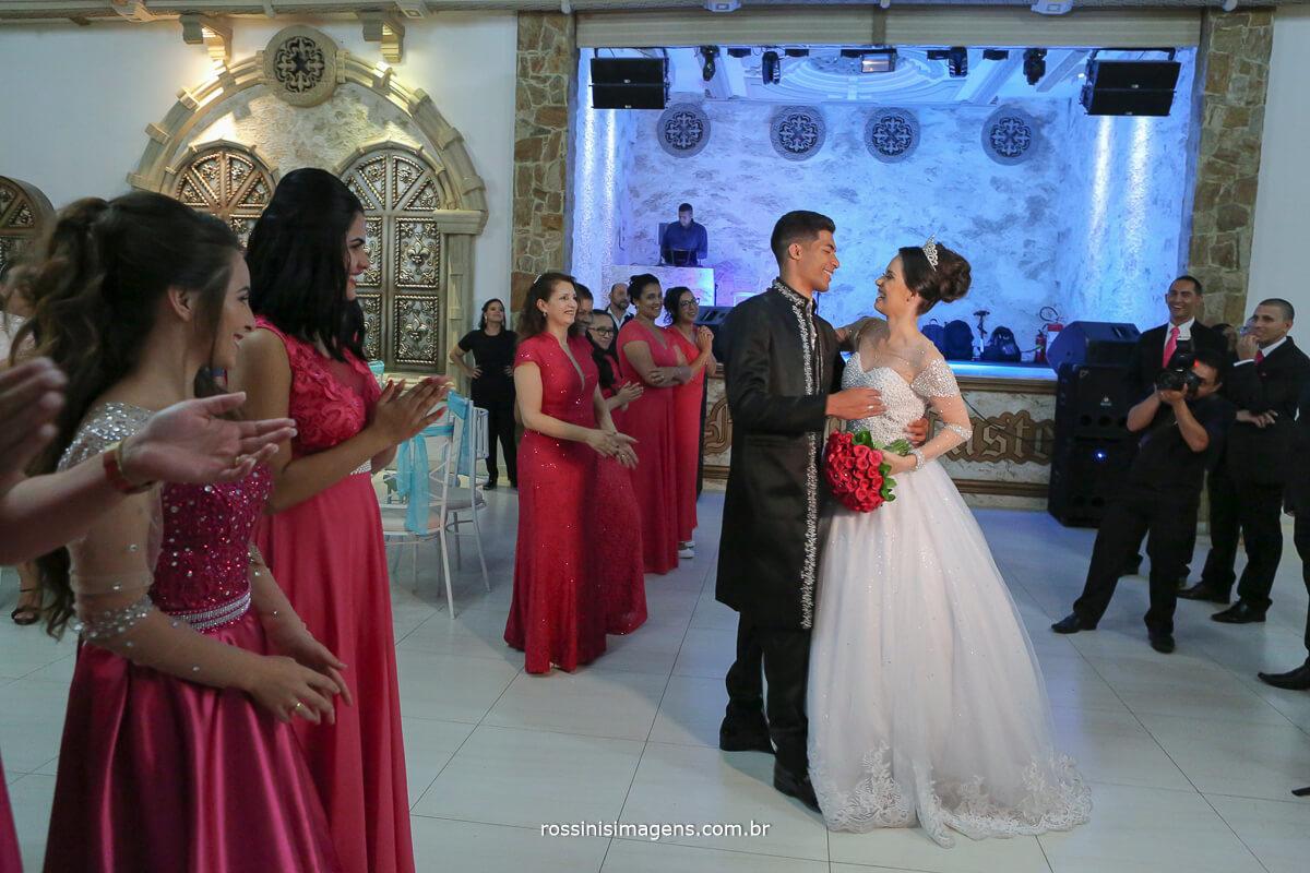 recepção dos noivos apos o cerimonial pista de dança