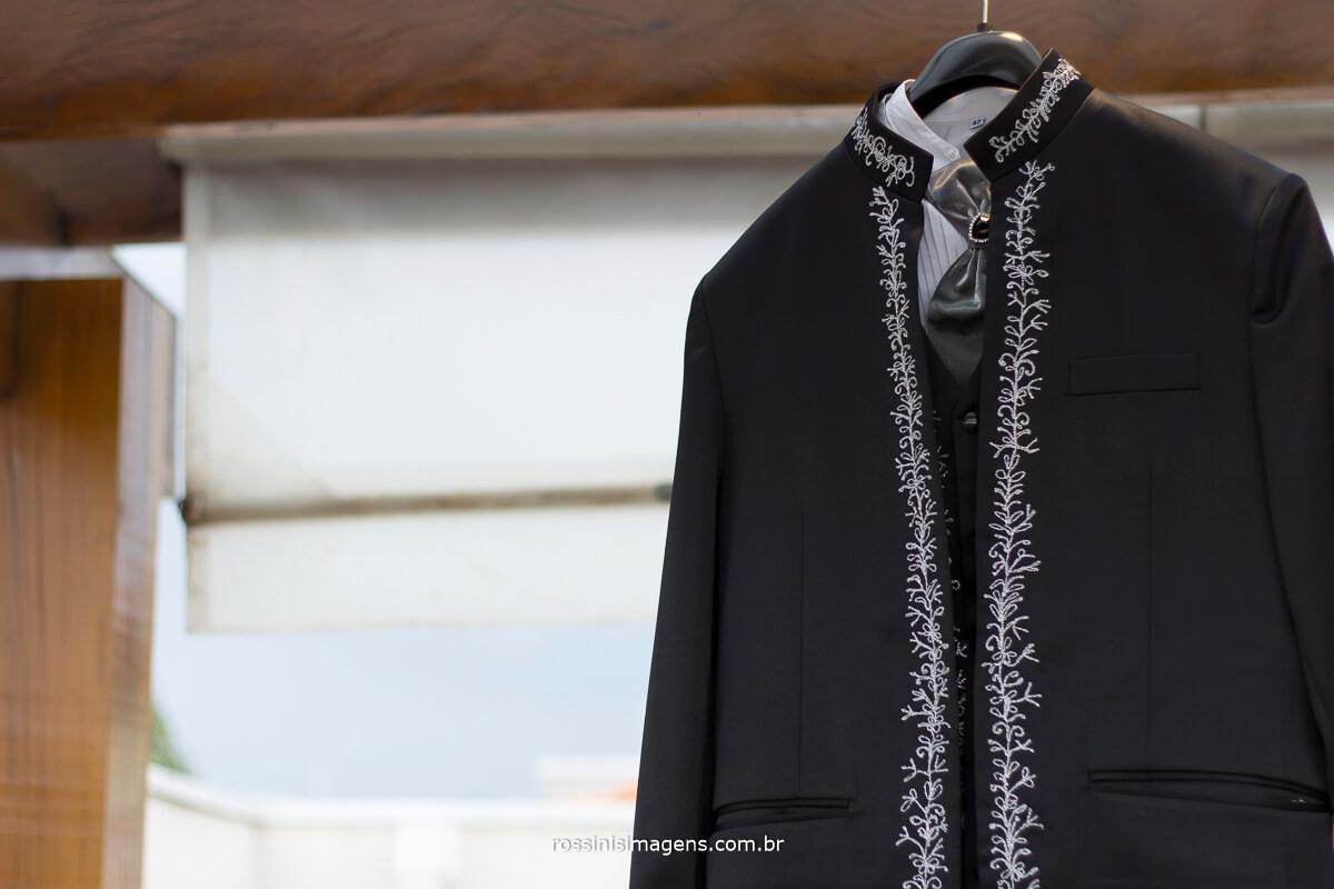 traje de noivo preto com detalhes, traje de noivo congregação, traje de noivo elegante