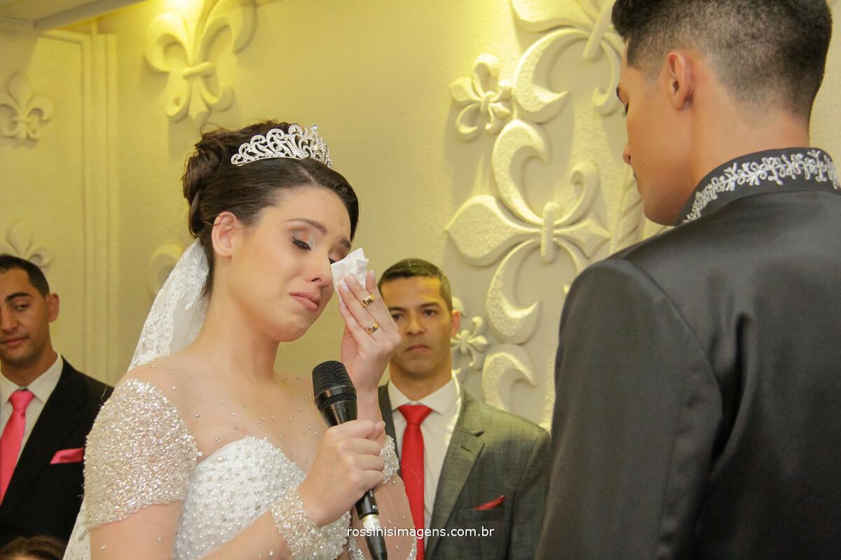 votos de casamento noiva emocionada casamento em monte castelo e fotografia da rossinis imagens wedding photo