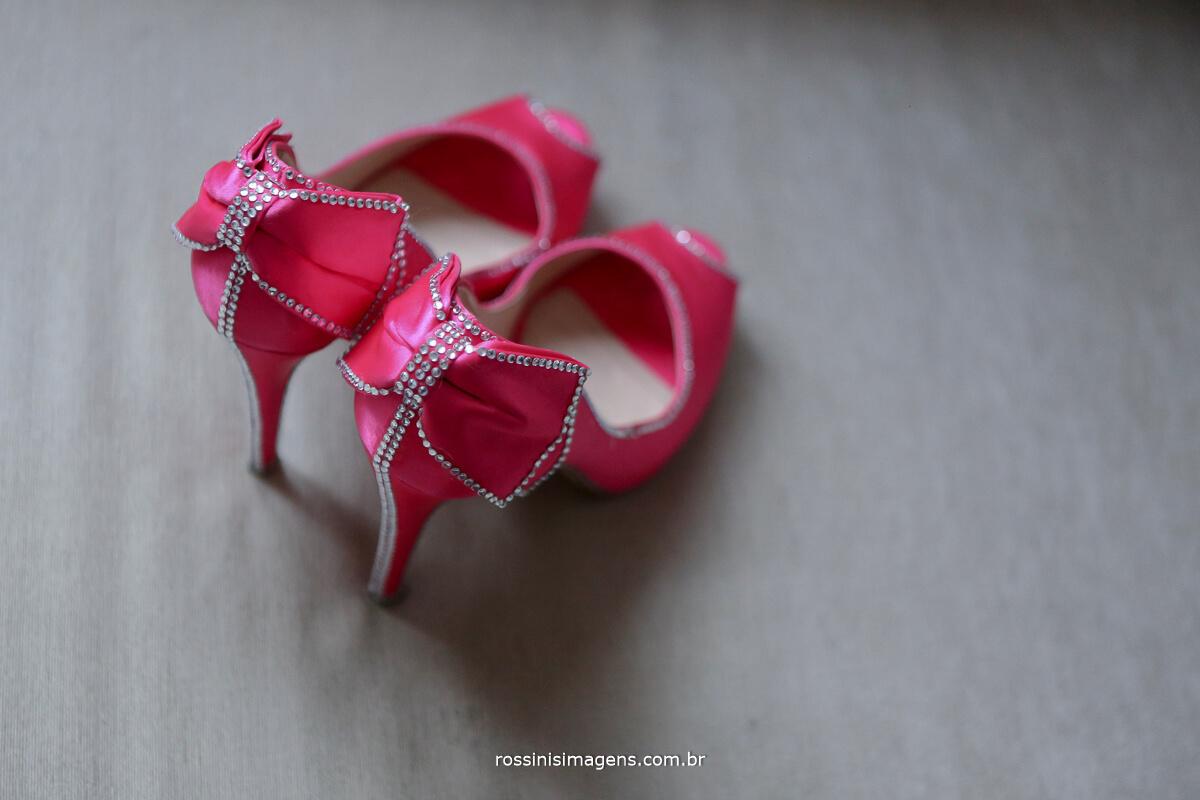 sapato da noiva, sapato rosa, salto de noiva, rossinis imagens fotografia e filme de casamento suzano
