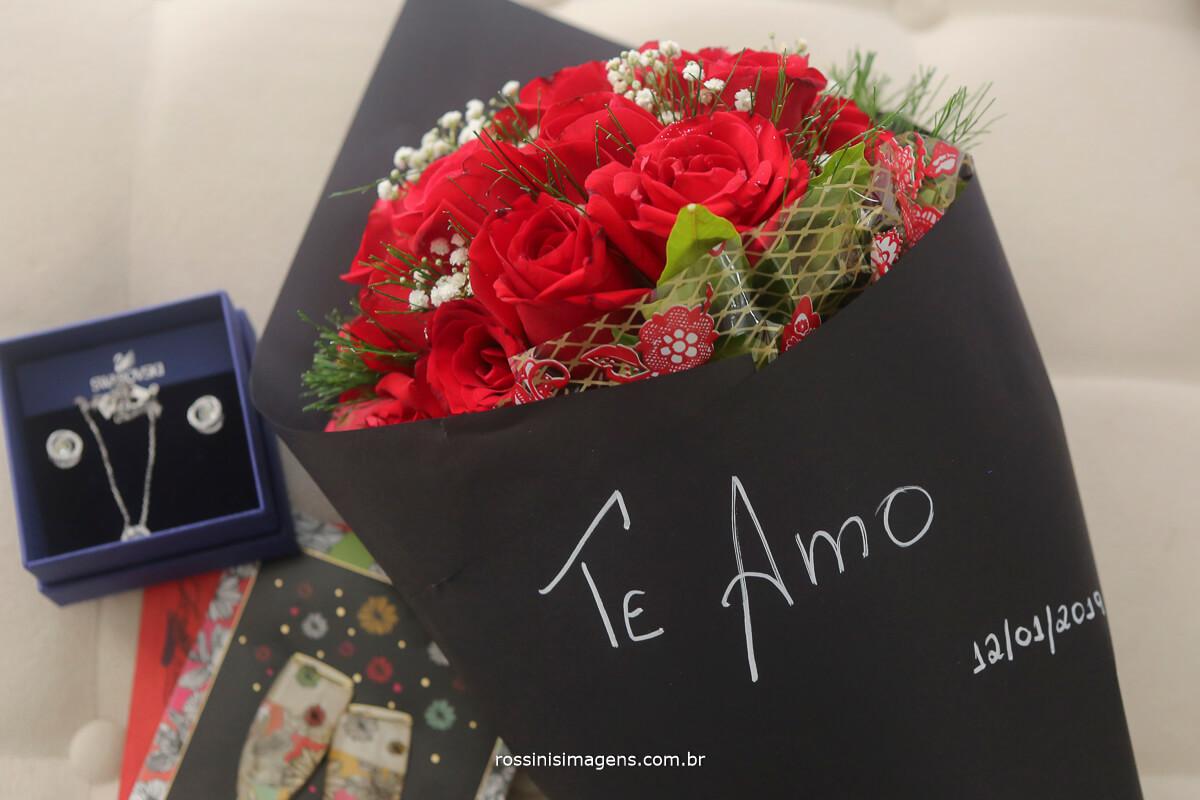 presente para a noiva buque de flores vermelha