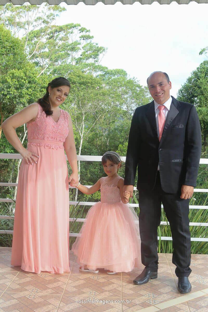 madrinha de casamento com a filha e o marido