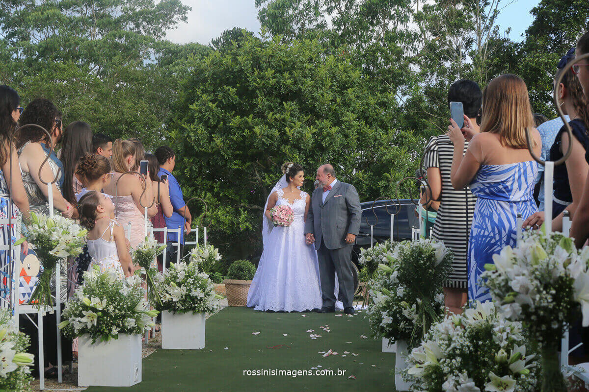 entrada da noiva com seu pai de criação