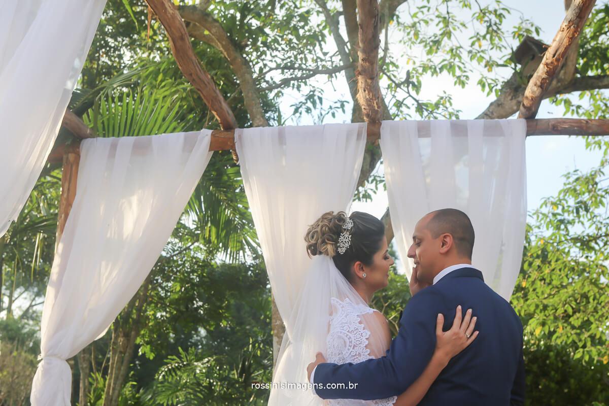 primeiro beijo de casados, beijo marido e mulher casamento, recém casados