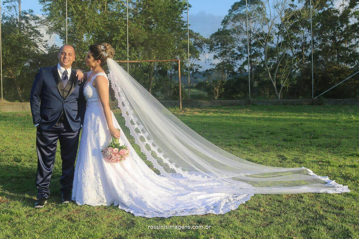 sessão de fotos do casal apos a cerimonia de casamento , em mogi ao por do sol, casamento de dia