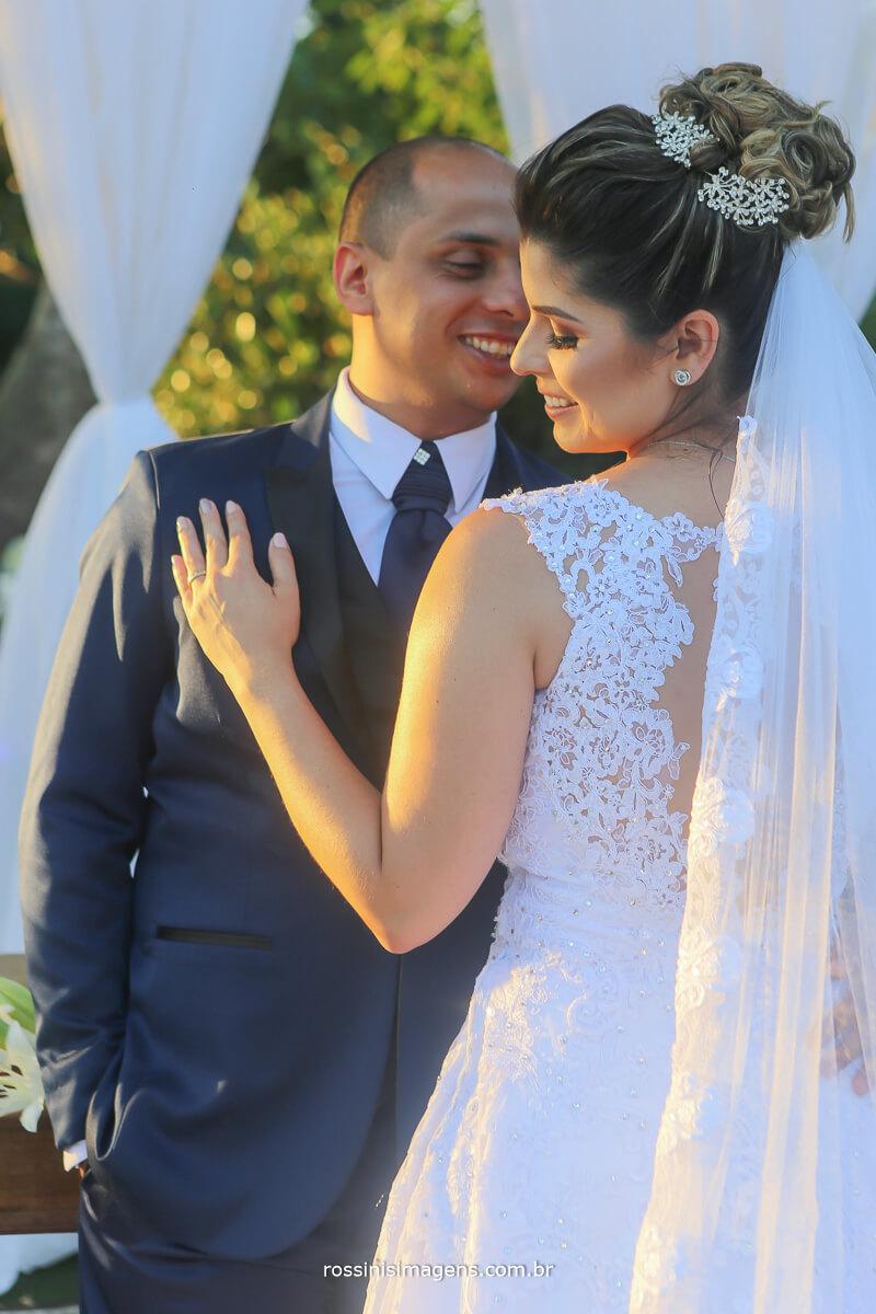 fotografia de casamento casal namorando apaixonadamente
