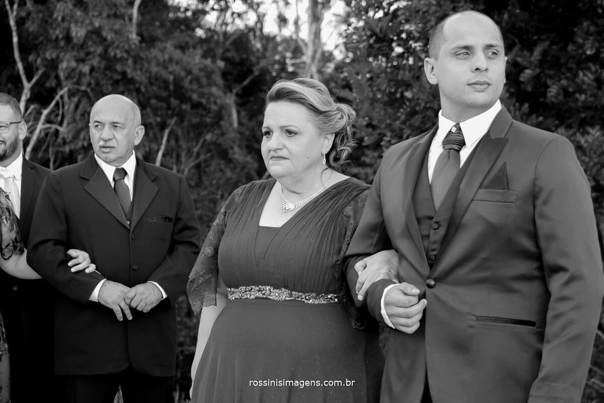 entrada do noivo com sua mae segundo fotografo e sua importancia