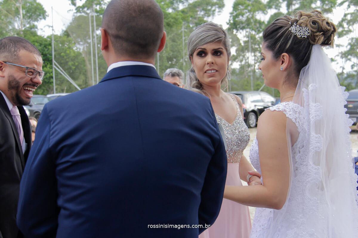 cumprimento da irma da noiva muita emoção choro e lagrimas de muitas alegrias