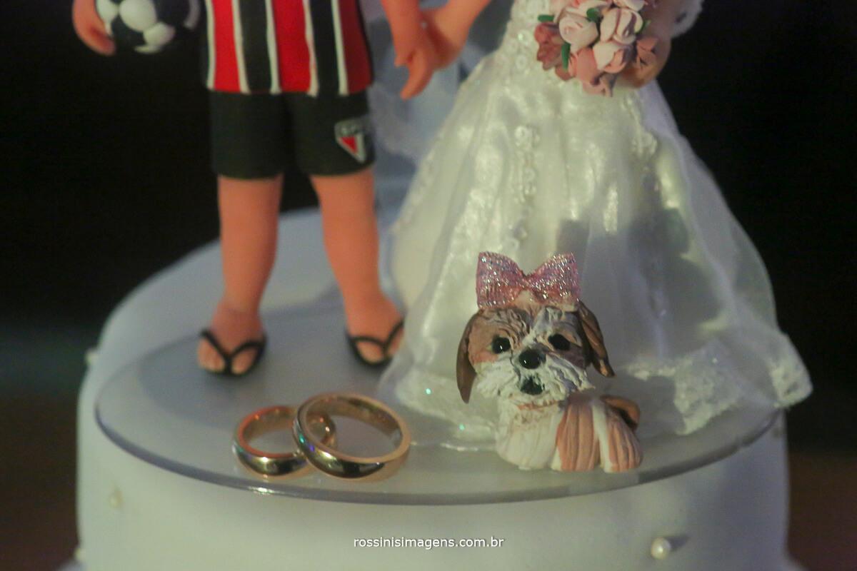 fotografia do topo de bolo do casamento de maíra e murilo casamento em mogi no recanto tomioka
