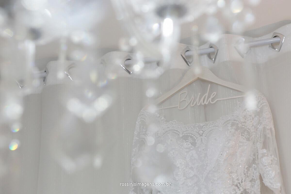 fotografia de casamento rossinis imagens, vestido da noiva ana julie da nova noiva vestidos e um lindo cabide personalizado direto do canada, cabide chique