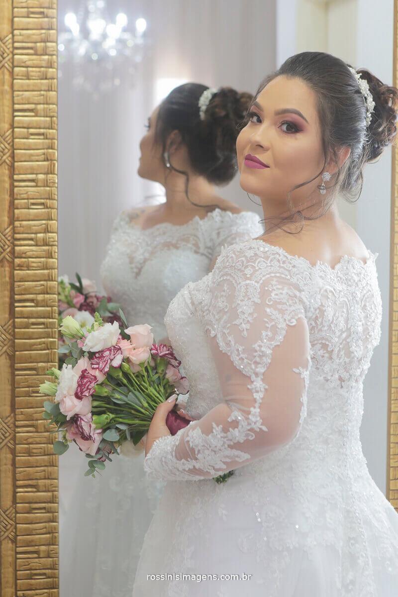 noiva linda no making of com toda a preparação para o grande dia fotografia de casamento rossinis imagens