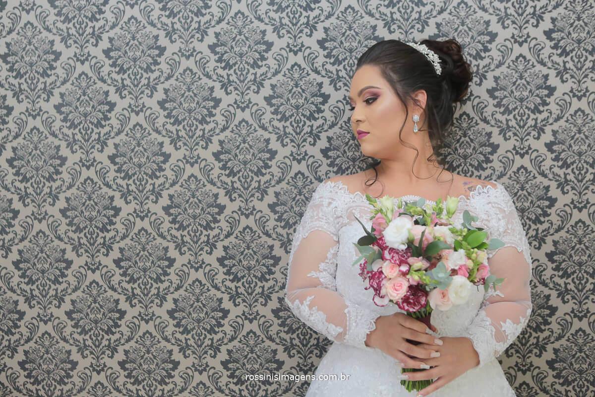 making of da noiva na mansão das noivas em suzano com a noiva ana julie com seu lindo buquê sala diva rossinis imagens
