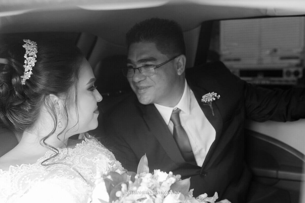 pai da noiva coma noiva no carro