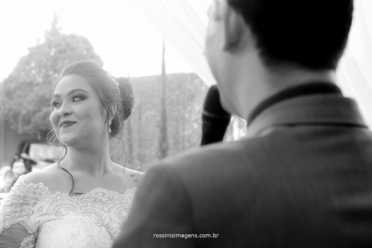 noiva olhando, fotografia e video de casamento rossinis imagens