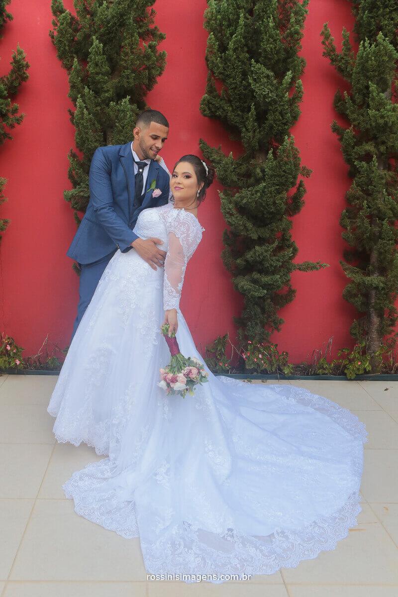 noivos na sessão de fotos apos a cerimonia de casamento em suzano no espaço di ungaro