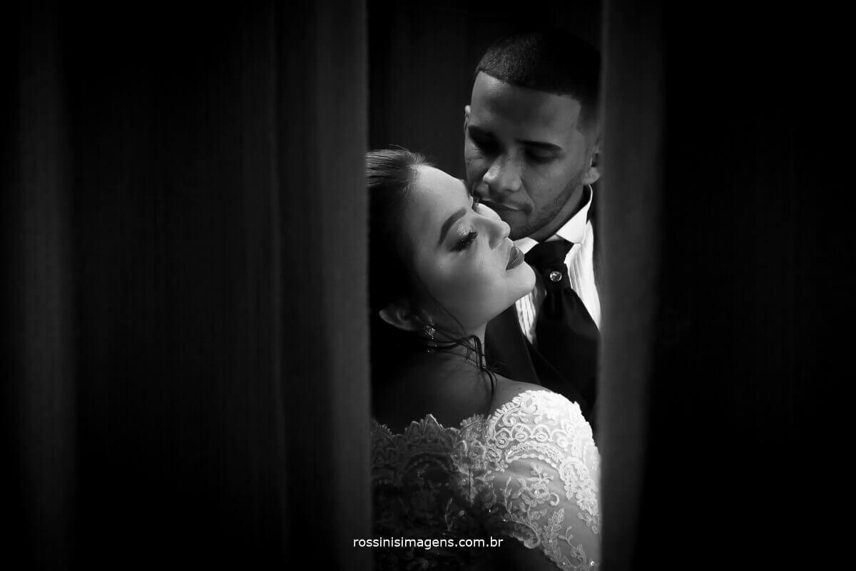 fotografia art de casamento noivo olhando a noiva