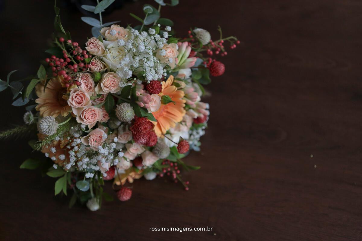 lindo buque da noiva, buquê de noiva, buque natural colorido diferente, rossinis imagens, clauda e caio