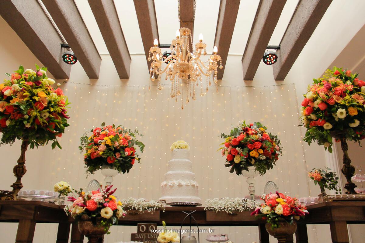 decoração da mesa do bolo, noiva feliz decoração, linda mesa do bolo
