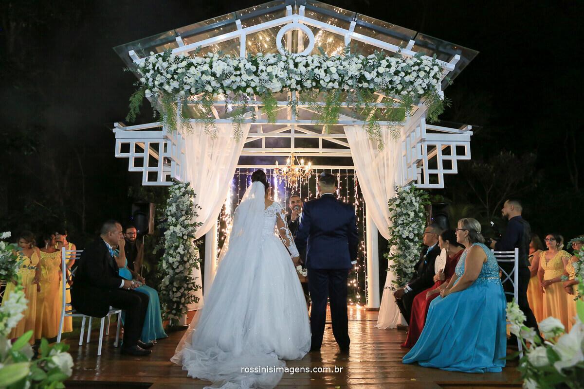 casamento de noite na chácara torres em poá rossinis imagens Noiva Thamiris e Noivo Amauri