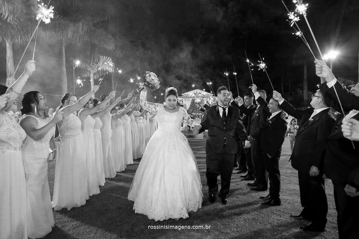saída dos noivos pb animação e muita felicidade casamento thamiris e amauri rossinis imagens chacara torres