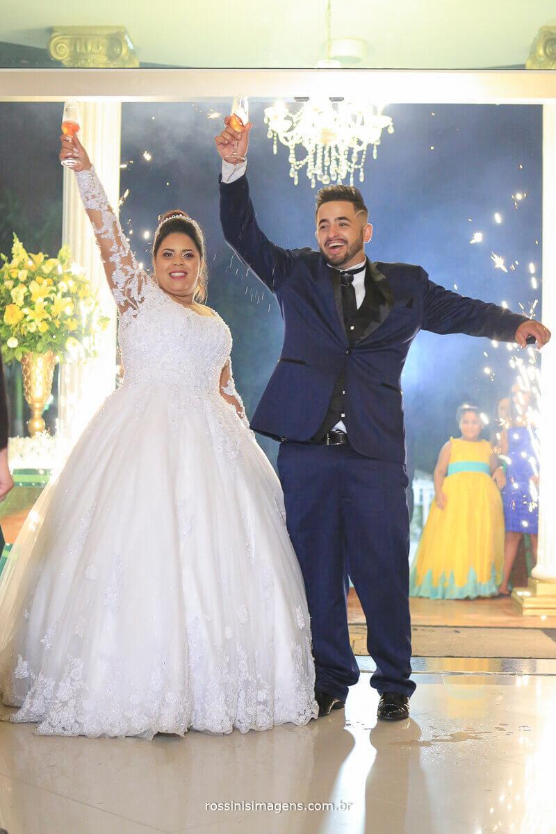 animação dos noivos na entrada