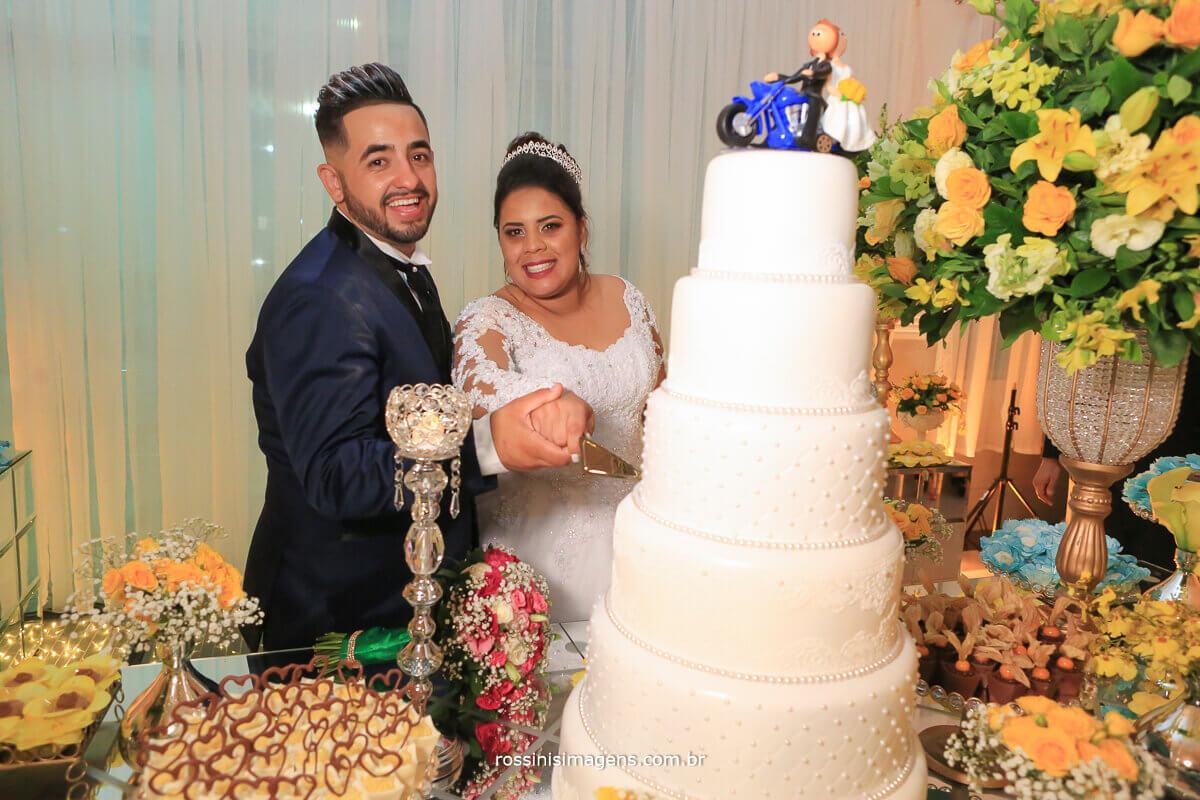 fotografia do corte do bolo