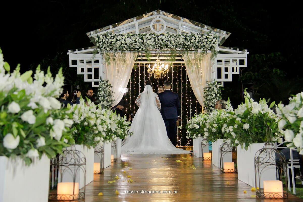 noivos na cerimonia de casamento neide decorações top