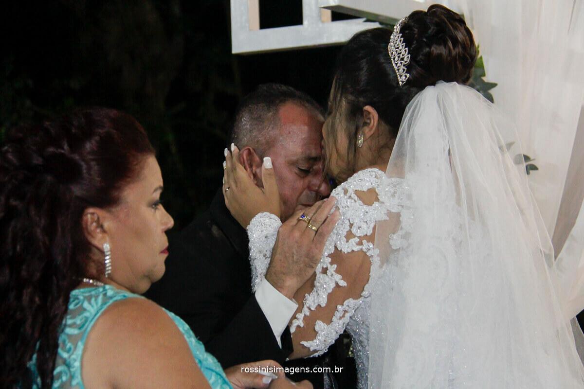 noiva beijando o pai