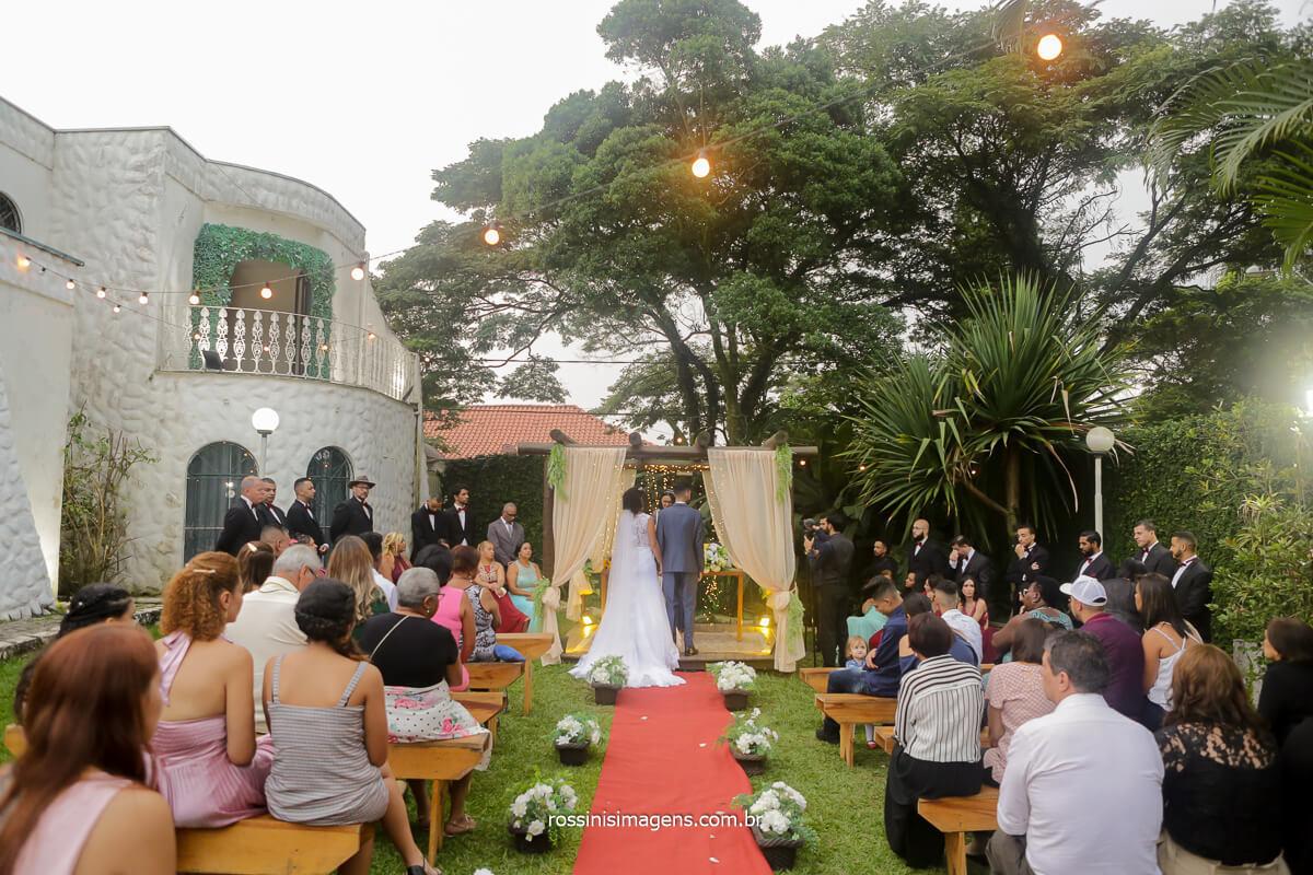 fotografia do casamento no solar da fonte de patricia e danilo no altar cerimonia linda rossinis imagens