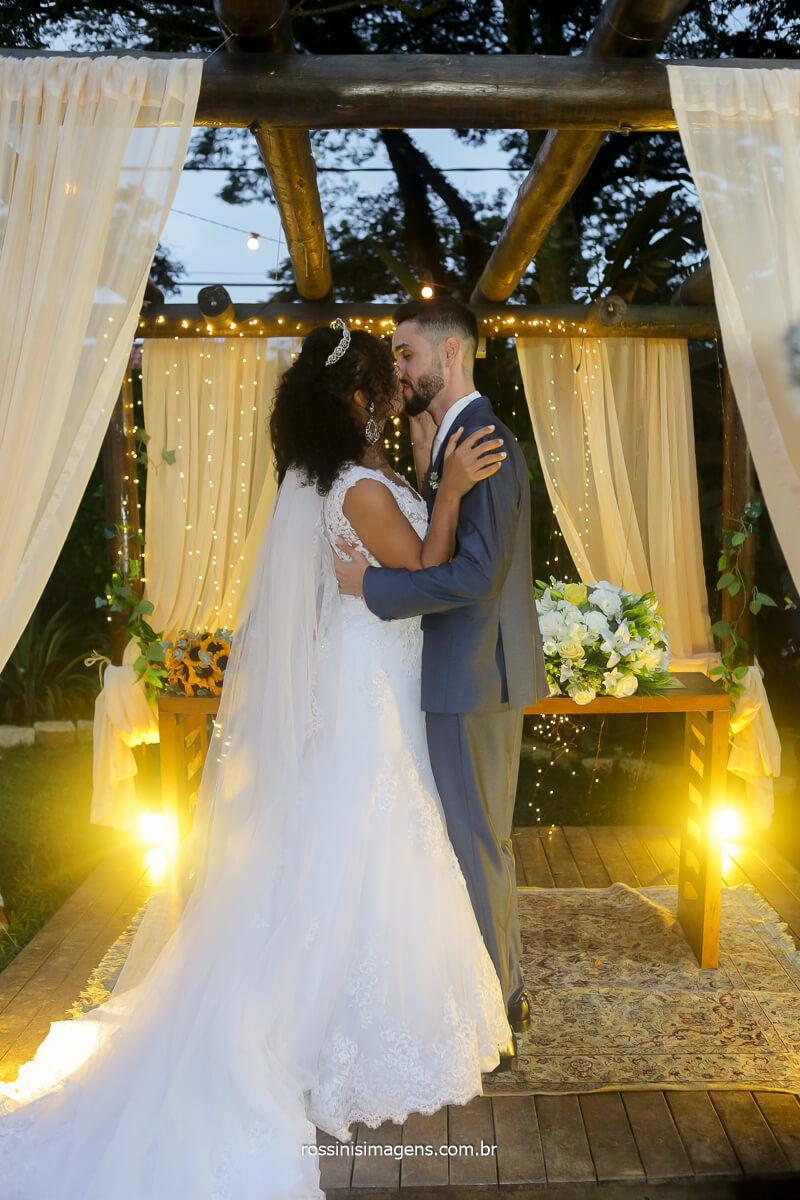 primeiro beijo de casados, rossinis imagens fotografia dos melhores momentos do casamento