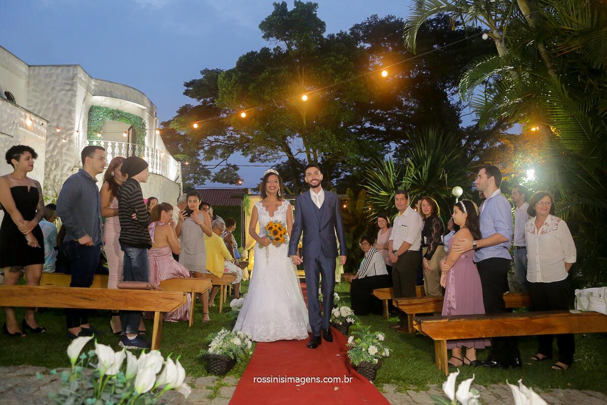 saida dos noivos ao entardecer, fotografia de rossinis imagens casamento
