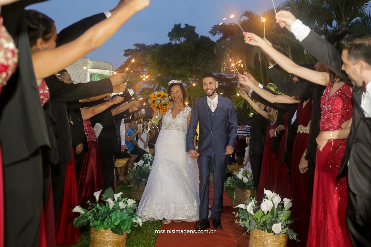 casamento de patricia e danilo saida dos noivos com sparkles rossinis imagens