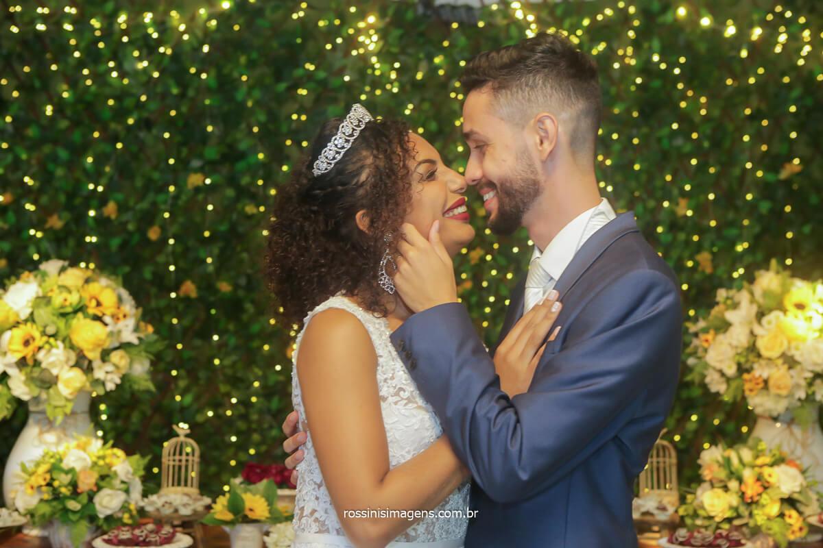 casal romântico Patricia e Danilo casamento nbo solar da fonte em poa com as fotografias de rossinis imagens entre em contato, sintonia perfeita