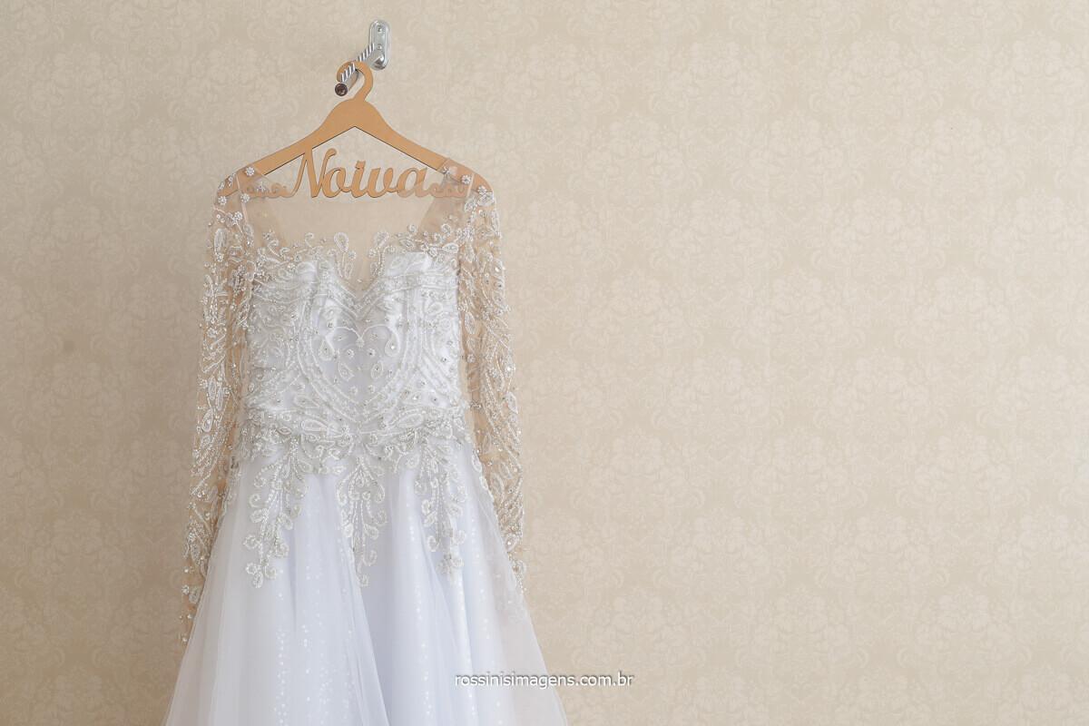 lindo vestido de noiva, vestido de noiva com manga longa, vestido de noiva com renda, vestido de noiva bordado, la lunna