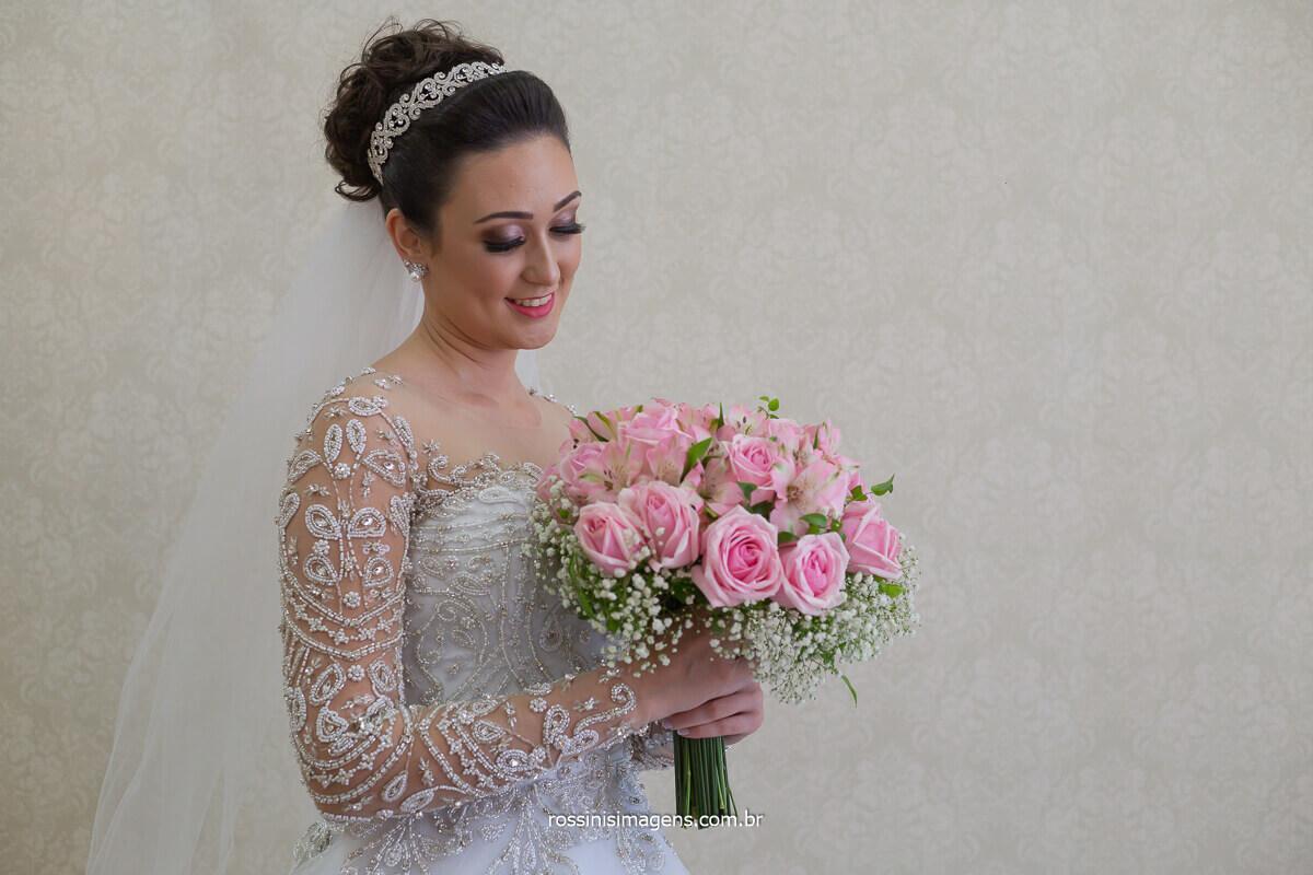 bouquet de noiva, vestido de noiva noiva com o buquê , casamento em mogi, rossinis imagens