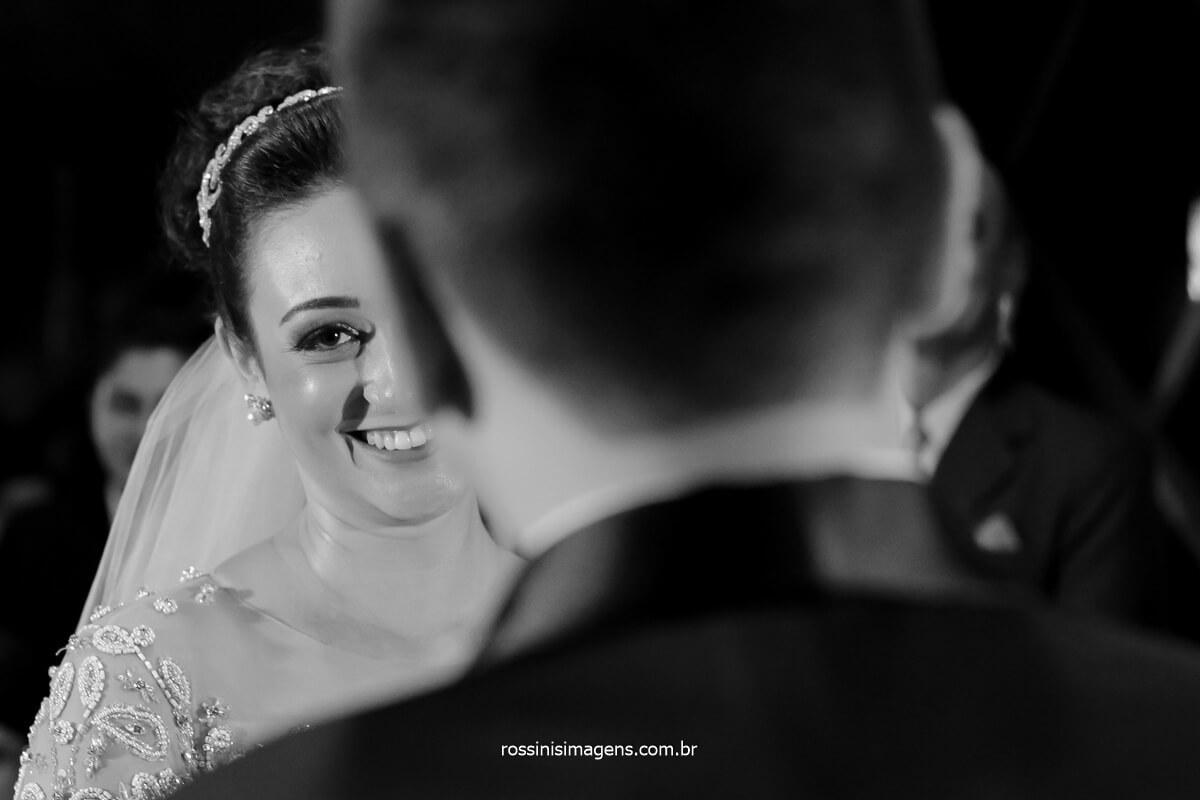 fotografia pb de casamento noiva sorrindo, bride smile