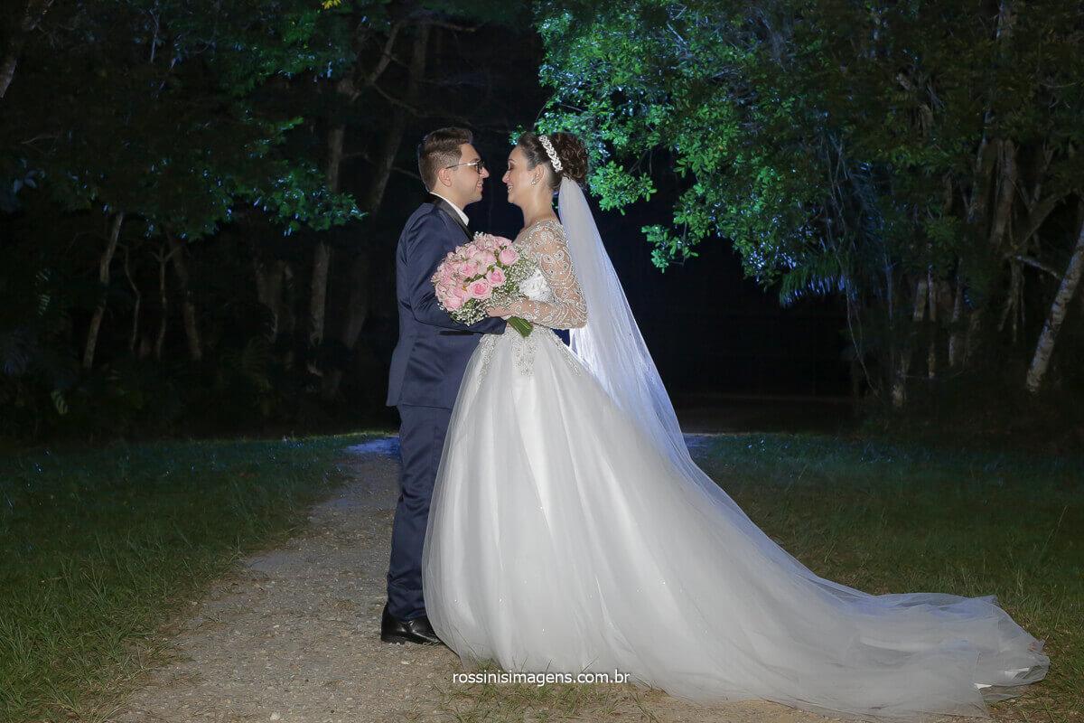 sessão de fotos com o casal apos as fotos coletiva, fotografia criativa, fotos de casamento em mogi,