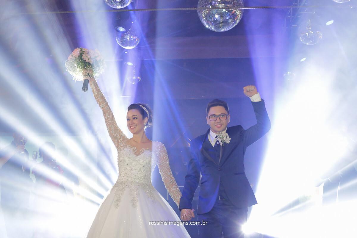 recepção dos noivos animação na balada, royal som agitando a pista de dança