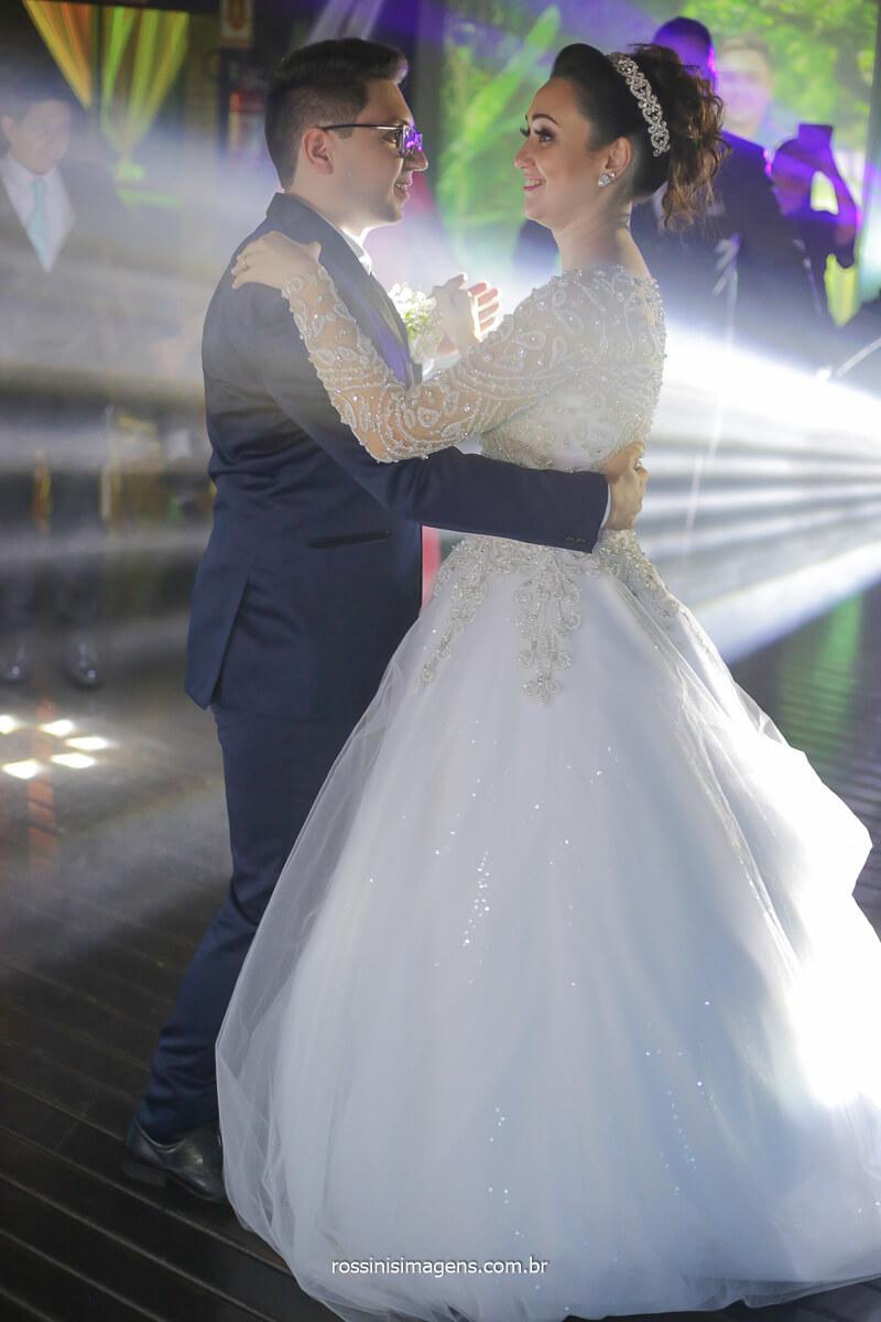 dança dos noivos a quela valsa linda e muito romântica