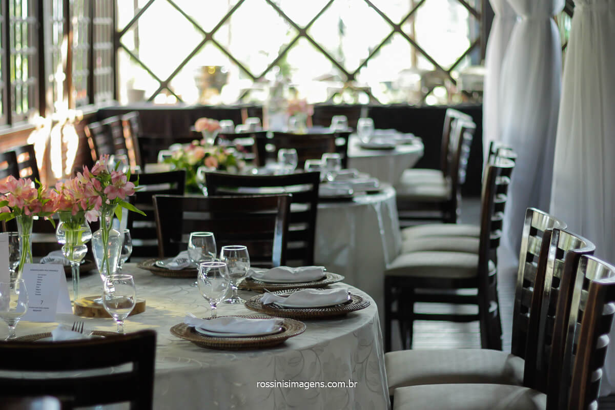 Decoração das mesas dos convidados no casamento da Josy e Daniel em mogi na Casa da Arvore por Rossinis imagens - fotografia