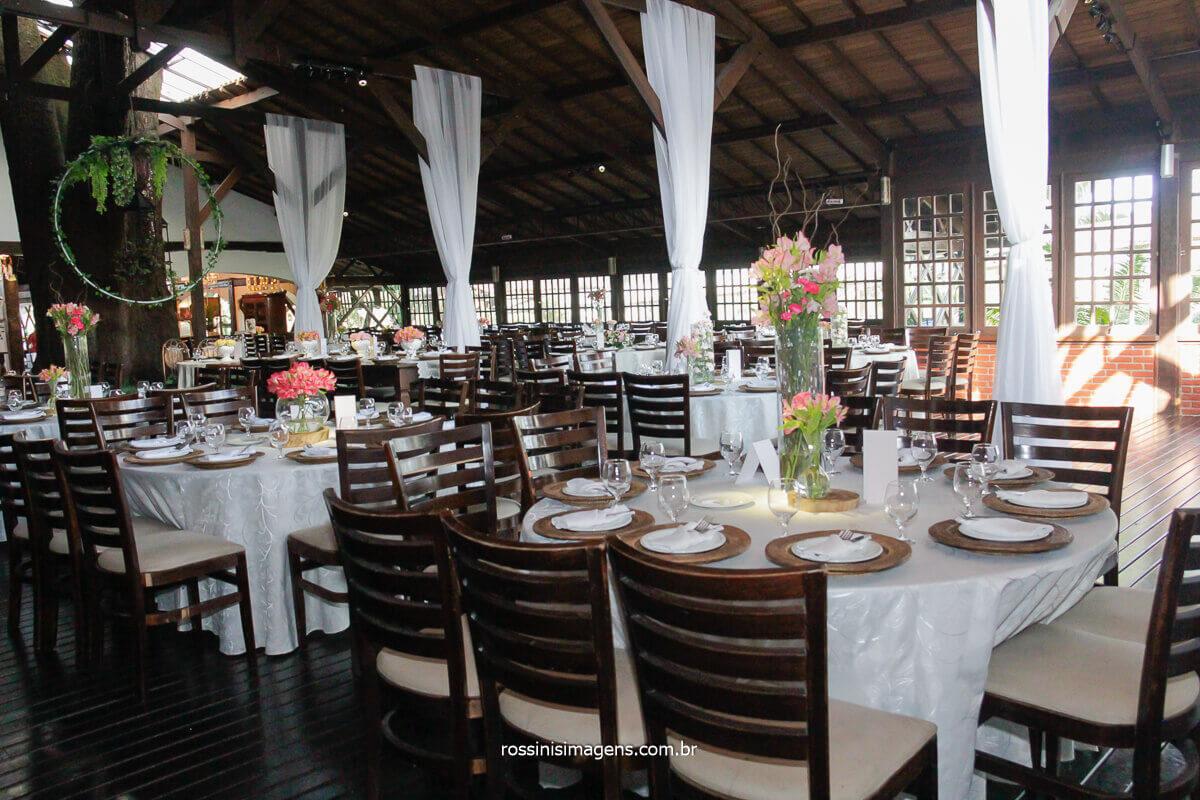 fotografia da decoração das mesas detalhes das mesas das famílias e convidados
