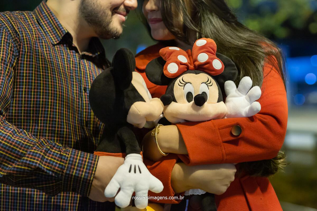 casal apaixonado por mickey e minnie em ensaio casal em campos do jordão, @RossinisImagens